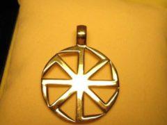 Коловрат – древний символ поклонения Солнцу и бесконечности Вселенной