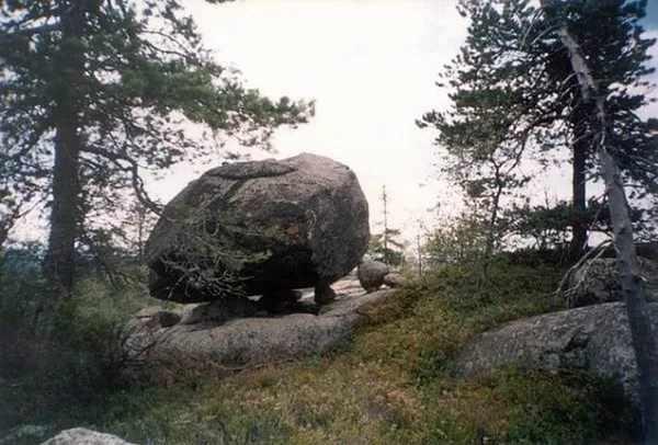 камень алатырь